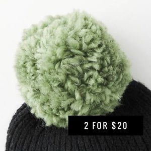 Anthropologie Pick-A-Pom Classic Topper Green Yarn